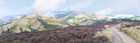 Panorama from Win Hill ; Lose Hill and the Mam Tor Ridge on the left and the Kinder Plateau in the background