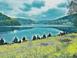 A quiet lunch by Ladybower's southern edge